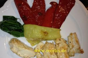Renkli Akşam yemeğim (Tavuk göğsü ve yaninda renkli sebze)